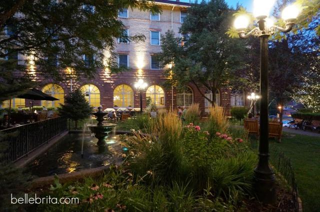 Hotel Colorado's courtyard in Glenwood Springs #travel