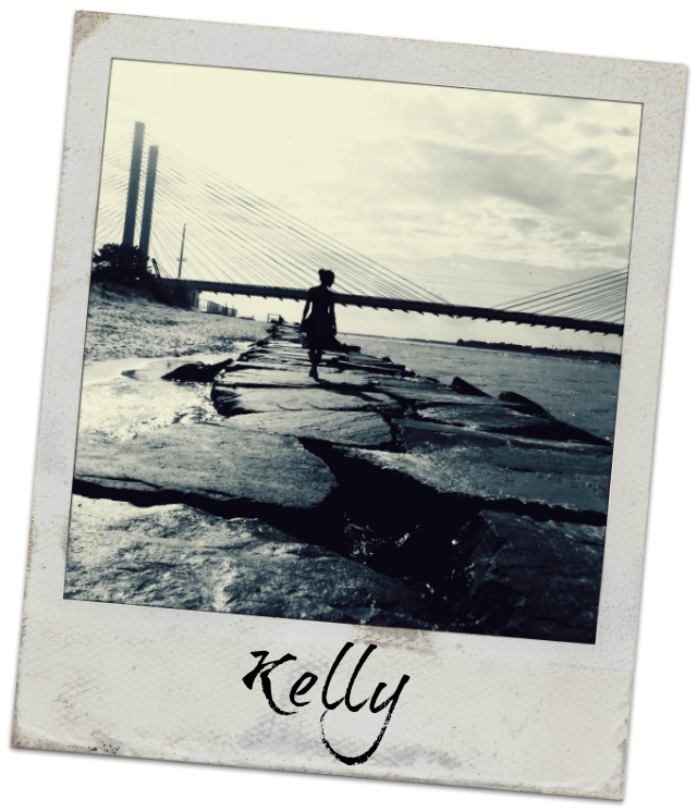 Kelly is a former expat taking the blog design world by storm.