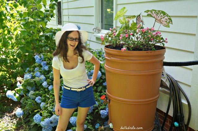 How do you stay cute and cool in the summer? I pair a wide-brimmed hat with light-colored clothing!
