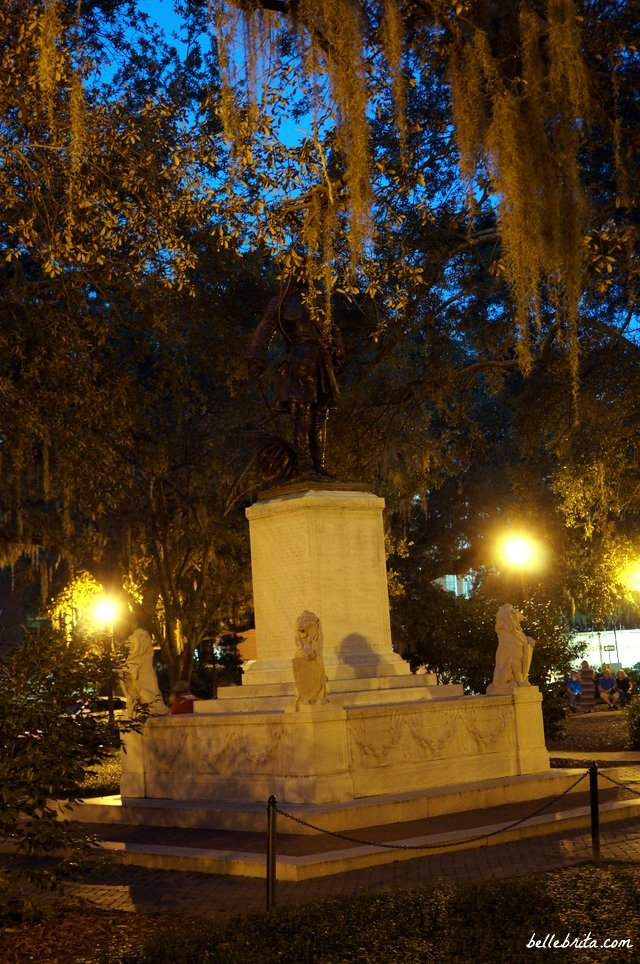 Beautiful historic square in Savannah, GA | Belle Brita