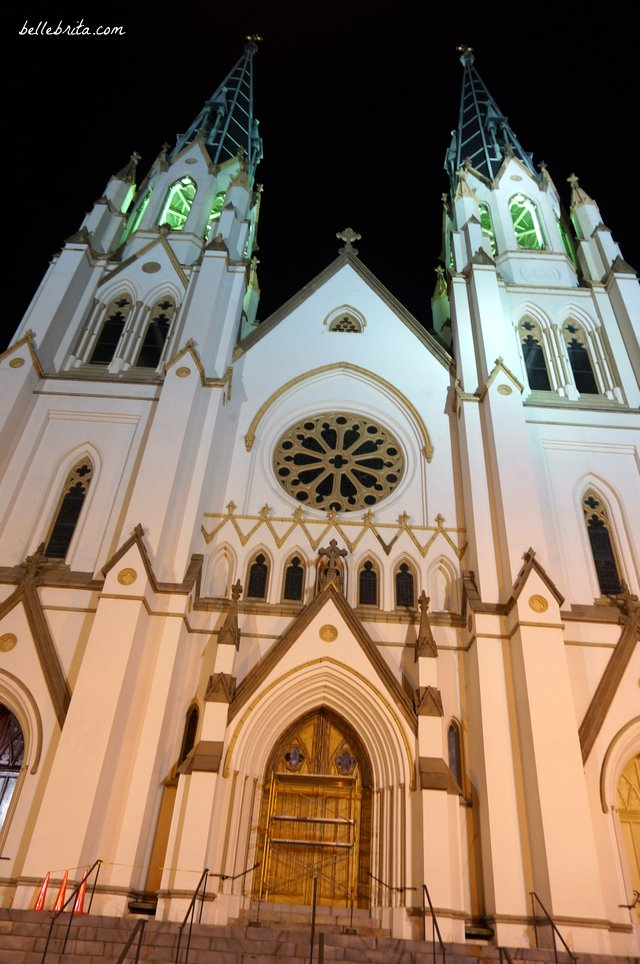 Historic church at night in Savannah, GA | Belle Brita