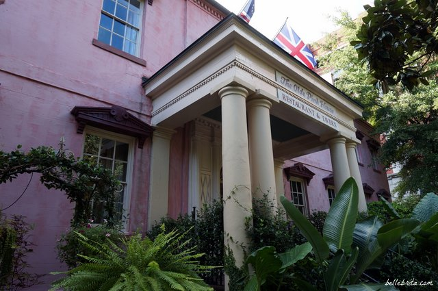 During your romantic weekend getaway in Savannah, dine at The Olde Pink House! | Belle Brita
