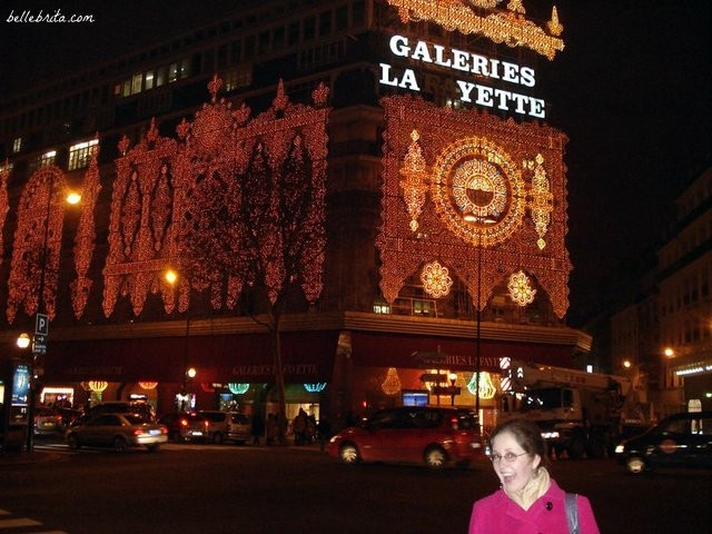 I loved celebrating the holidays in France, especially seeing how Paris adorned herself in sparkly Christmas lights. | Belle Brita