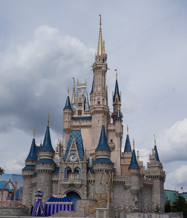 I LOVE Cinderella's castle in Disney World's Magic Kingdom! | Belle Brita