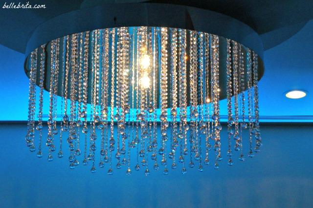 Sparkly chandelier, Montreal wedding | Belle Brita
