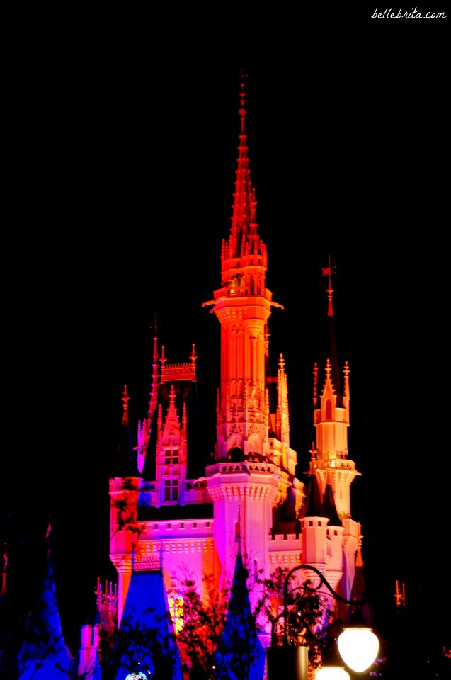Magic Kingdom is so beautiful at night! | Belle Brita