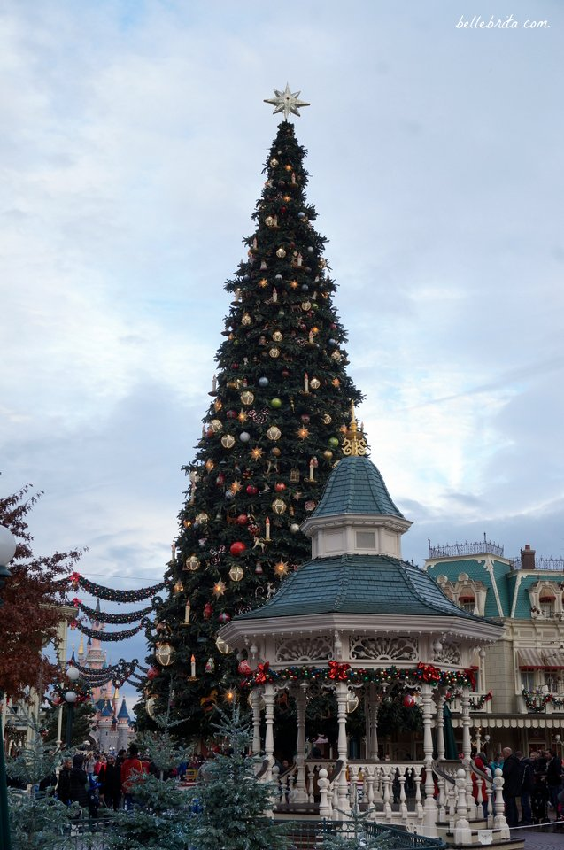 why should you visit disneyland paris for christmas discover the magic belle brita - Disneyland Christmas Decorations