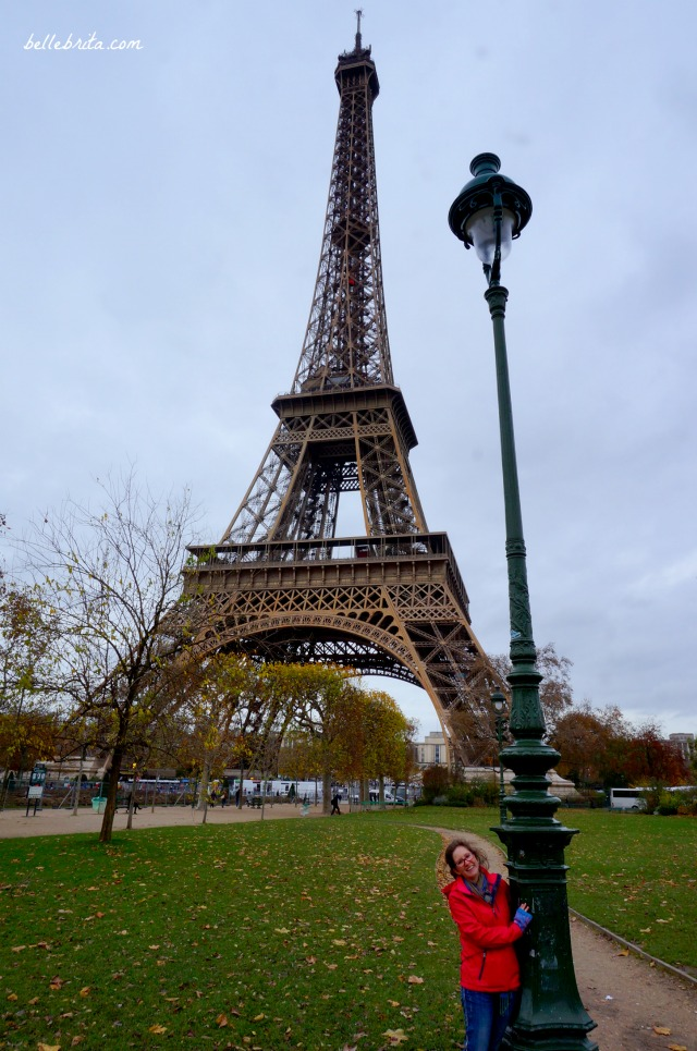 Le Tour Eiffel, Champs de Mars. | Looking to plan the perfect Paris itinerary? Find time to picnic near the Eiffel Tower! | Belle Brita