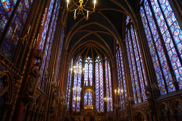 Stained glass windows in Sainte Chapelle Paris | Paris has so much art and history! Discover the best Paris itinerary for your interests, even if you're not a big fan of art or history. | Belle Brita