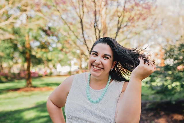 Meet Jess, blogger at Jessica Lynn Writes and co-host of #LoveBlog | Belle Brita