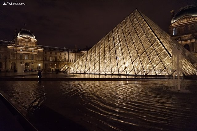 Le Louvre at night | Why do I love Paris in November? No crowds! | Belle Brita