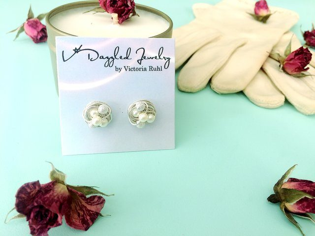 I love the sparkly earrings from etsy shop VDazzled! | Belle Brita