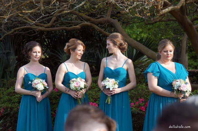 Finding flattering bridesmaid dresses for all your friends is a challenge, but I love these teal dresses! The maid-of-honor had a different bodice. | Belle Brita