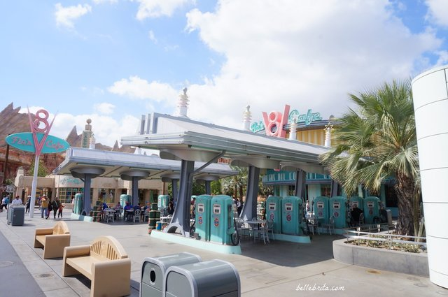Grab yummy treats and people-watch at Flo's V8 Cafe | Belle Brita