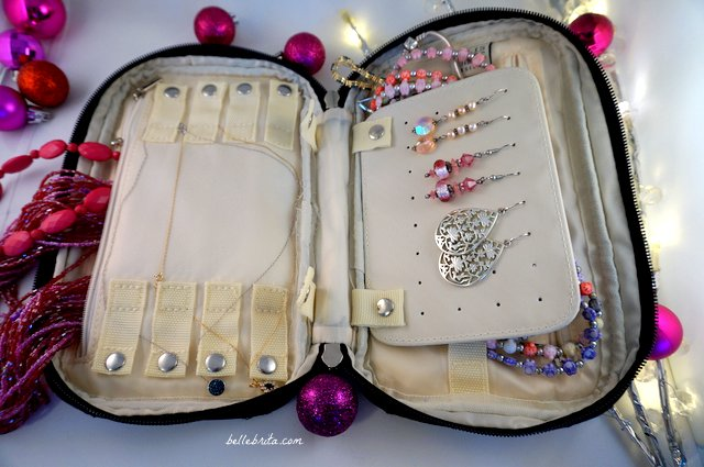 This travel jewelry organizer is a beautiful stocking stuffer for anyone on your shopping list this holiday season! | Belle Brita