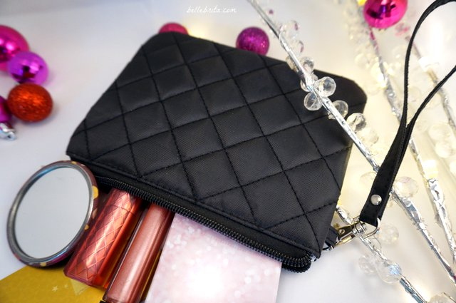 This wristlet is the perfect stocking stuffer for the glamorous ladies in your life! | Belle Brita