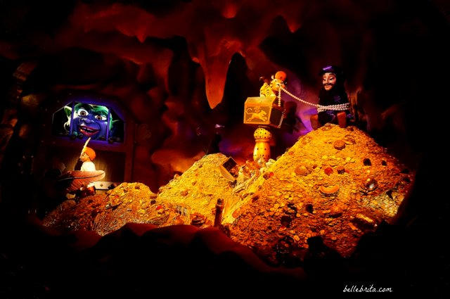 Treasure room in Sindbad's Storybook Voyage in Tokyo Disney Sea | Belle Brita