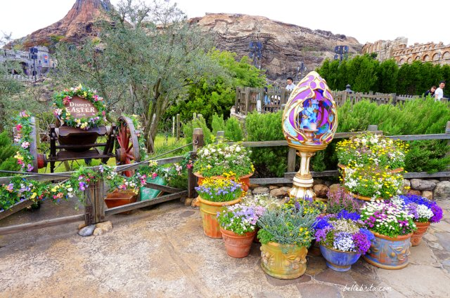 For Easter, Tokyo Disney Sea features beautiful golden Easter eggs all over the park! | Belle Brita #Disney