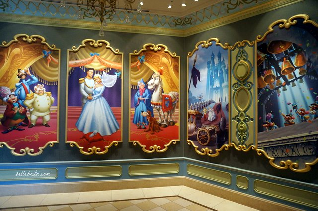 Tokyo Disneyland Cinderella's Fairy Tale Hall | Beautiful art depicting Cinderella's story | Belle Brita