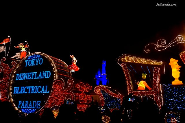 Tokyo Disneyland Electrical Parade Dreamlights review | Goofy, Mickey, and Minnie open the parade | Belle Brita