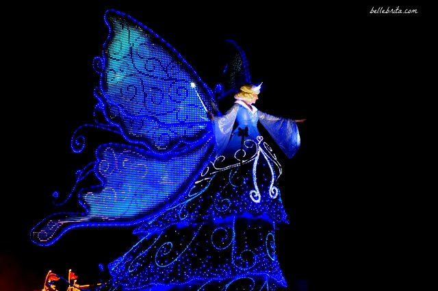 Tokyo Disneyland Electrical Parade Dreamlights review | The Blue Fairy dazzles the crowd with shimmering wings | Belle Brita