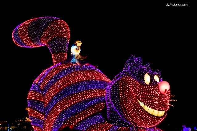 Tokyo Disneyland Electrical Parade Dreamlights review | Alice rides a giant Cheshire cat | Belle Brita