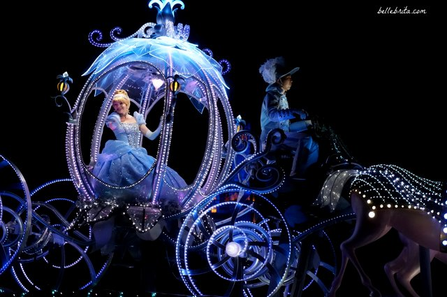 Tokyo Disneyland Electrical Parade Dreamlights review | Cinderella in her carriage | Belle Brita