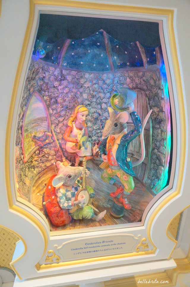 Cinderella with her animal friends | Tokyo Disneyland Fairy Tale Hall | Belle Brita