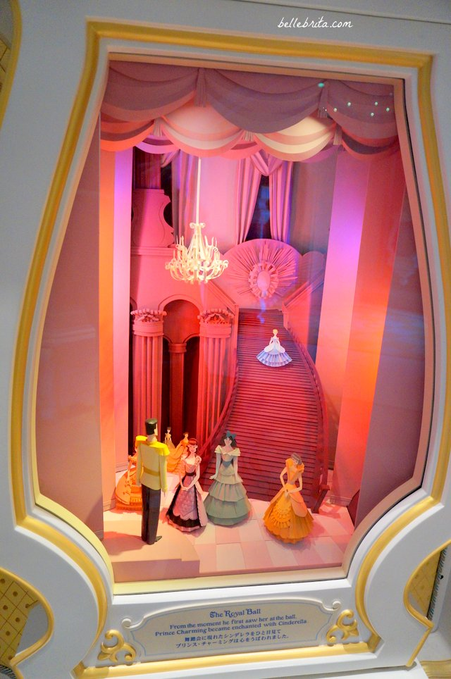 Cinderella arrives at the ball | Tokyo Disneyland Fairy Tale Hall | Belle Brita