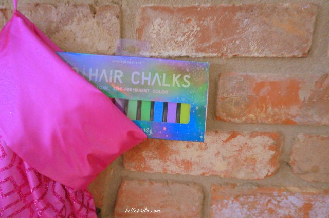 Hair chalk is the perfect gift for someone not quite ready to spend the money on unicorn hair at the salon. | Belle Brita