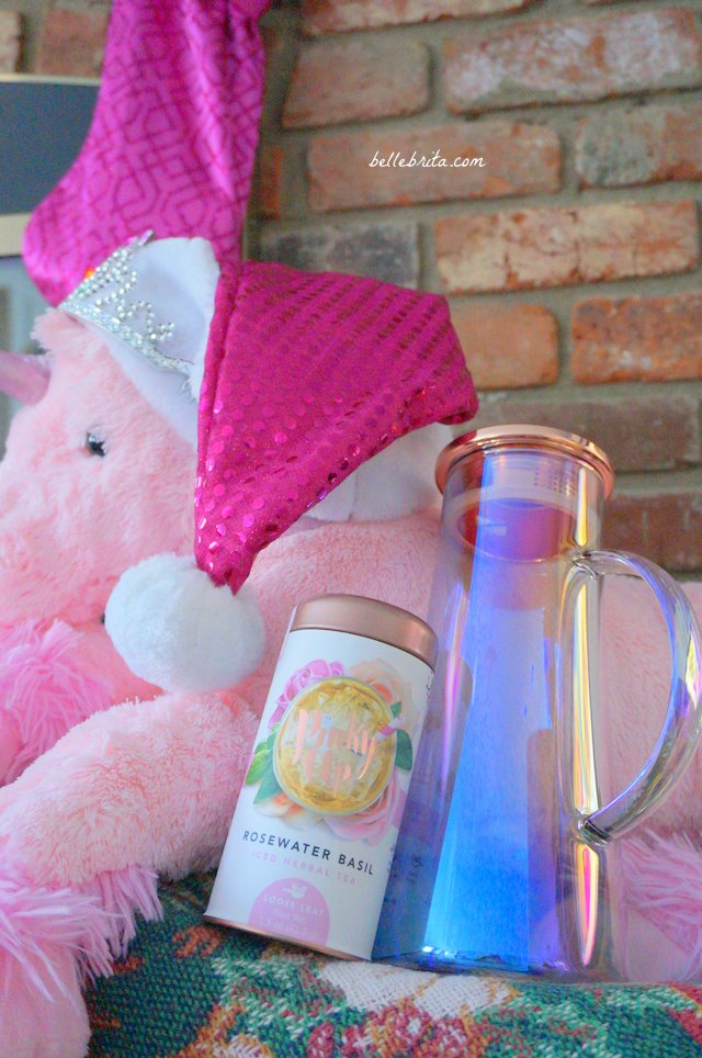 Pinky Up sells the most magical tea and tea accessories for all your unicorn and mermaid friends. This Christmas, stuff your stockings with a canister of loose leaf tea. Host the prettiest holiday party with an iridescent glass pitcher. | Belle Brita