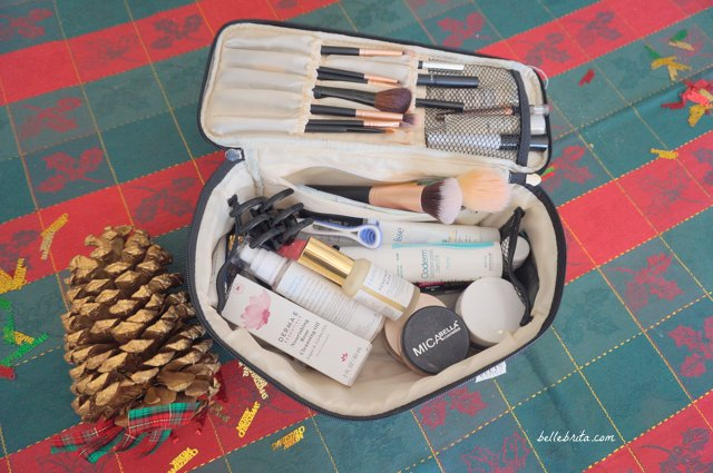 A sturdy cosmetics case is the perfect gift for women who love to travel. This quilted cosmetics bag from Ellis James Designs is wonderful quality, with plenty of room for makeup and skincare. | Belle Brita